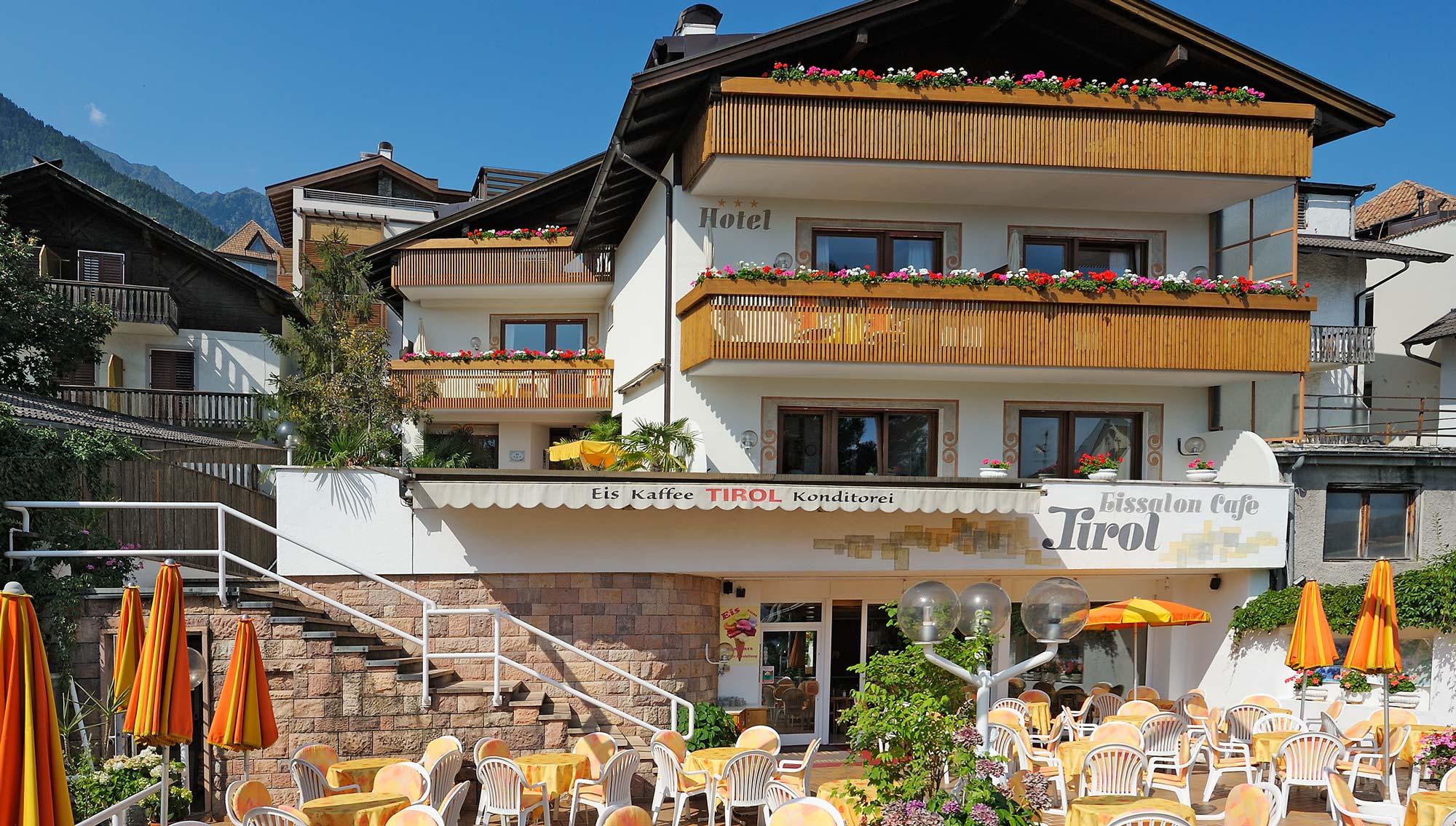 Hotel tirol in dorf tirol bei meran in s dtirol for Design hotel dorf tirol